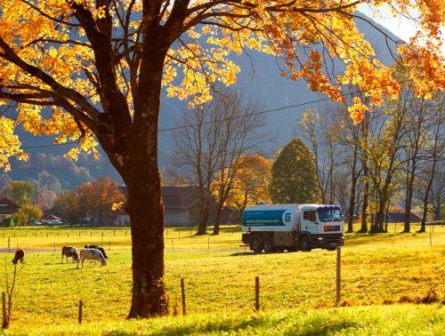 Tankwagen im Herbst